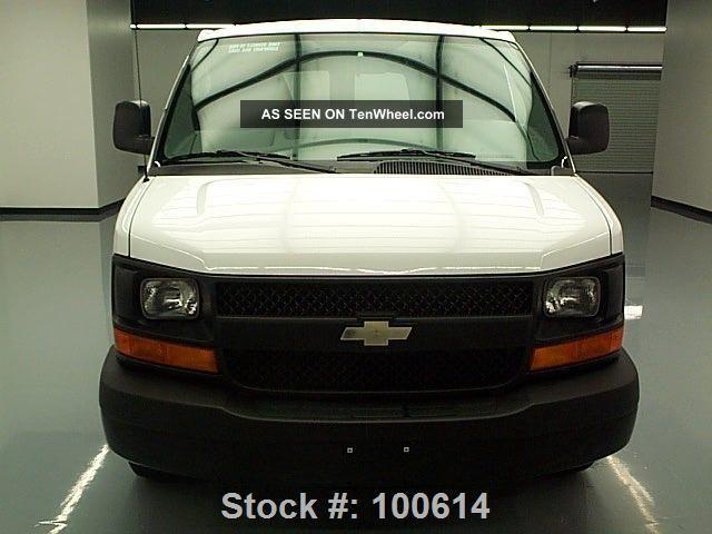 2013 chevy express cargo van v6 air conditioning 25k mi texas direct auto. Black Bedroom Furniture Sets. Home Design Ideas