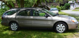2004 Ford Taurus Wagon photo