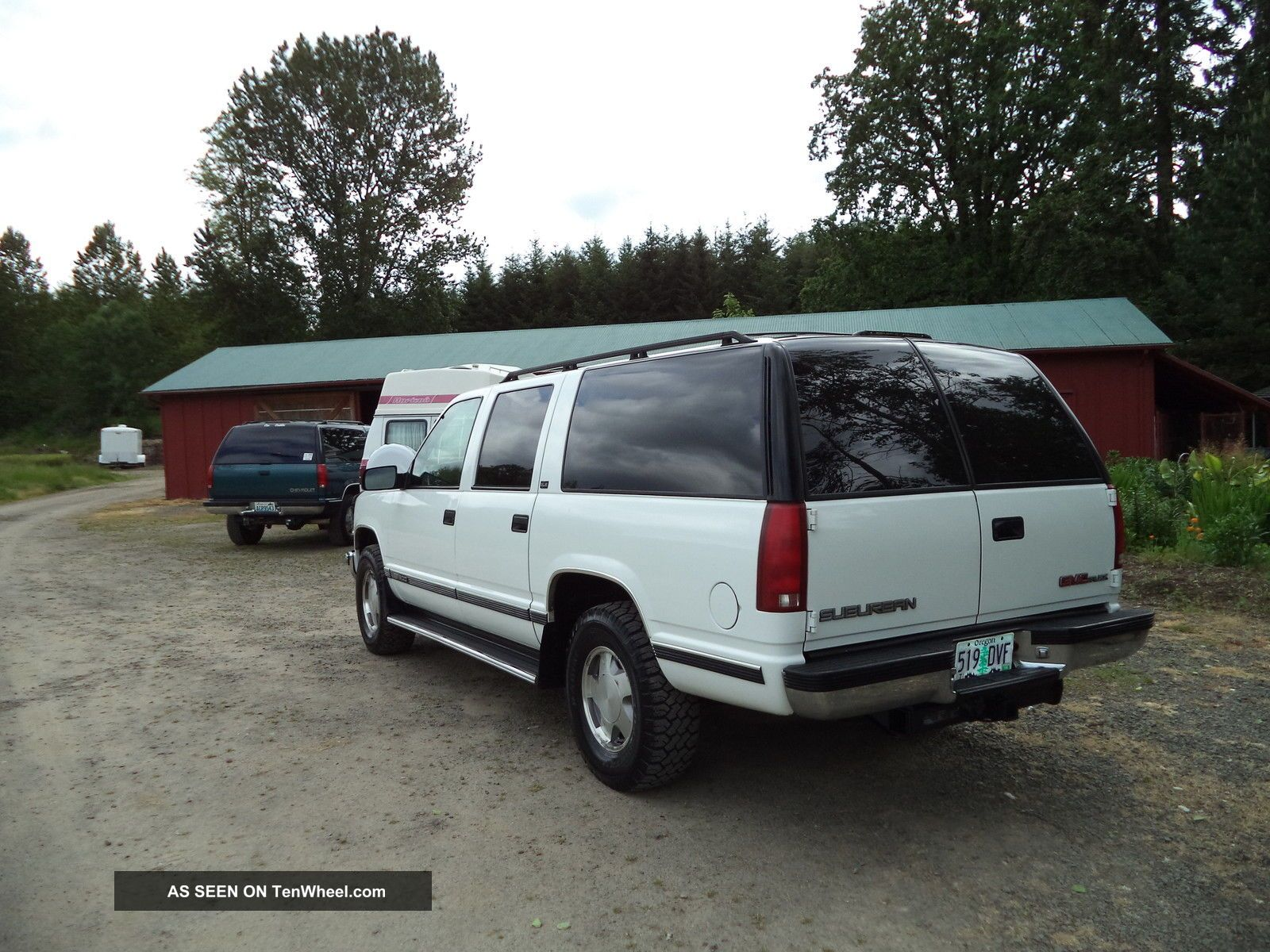 gmc suburban    replace tail light assembly
