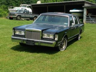 1987 Lincoln Town Car Signature Sedan 4 - Door 5.  0l photo