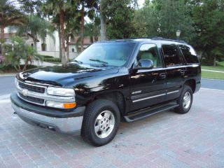 2000 Chevrolet 4wd Tahoe Base Sport Utility 4 - Door 5.  3l photo