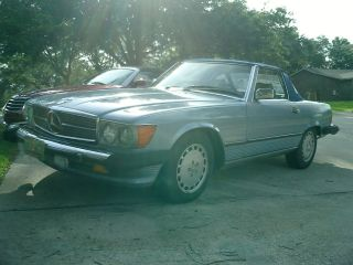 1988 Mercedes 560 Sl Convertible / Hardtop photo