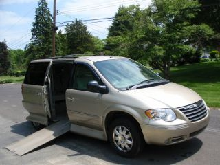 2007 Chrysler Town&country Limited Wheelchair Accessible Handicap Van photo