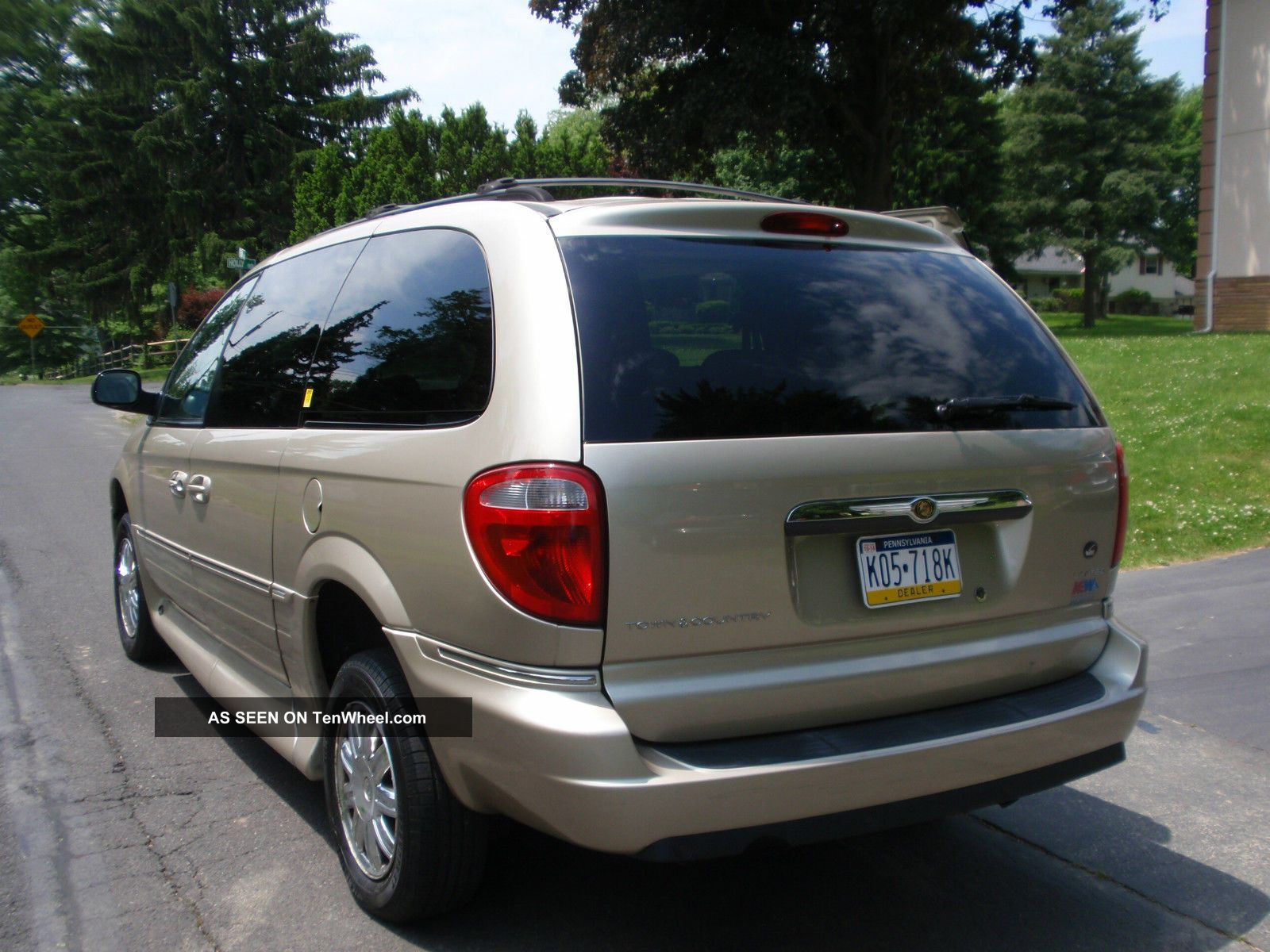 2007 chrysler town country limited wheelchair accessible handicap van. Black Bedroom Furniture Sets. Home Design Ideas