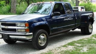 1995 Chevy Dually With 754 Gas Motor,  Ext.  Cab,  4wd,  A / C,  Brake Controller, photo