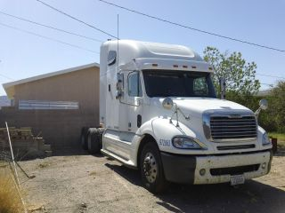 2005 Freightliner Columbia Base 14.  0l photo