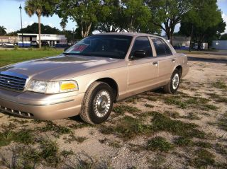 1998 Ford Crown Victoria Police Interceptor Sedan 4 - Door 4.  6l photo