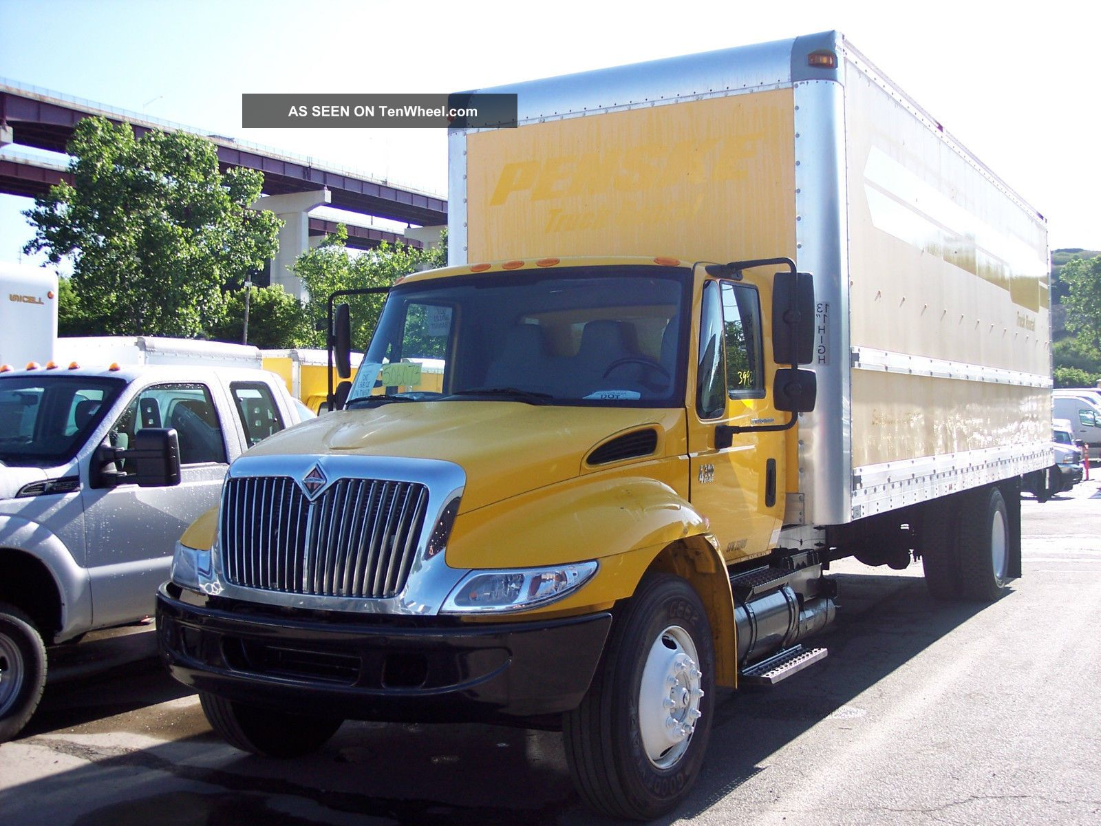 2007 International 4300 - 26ft Box Truck With Liftgate Other photo