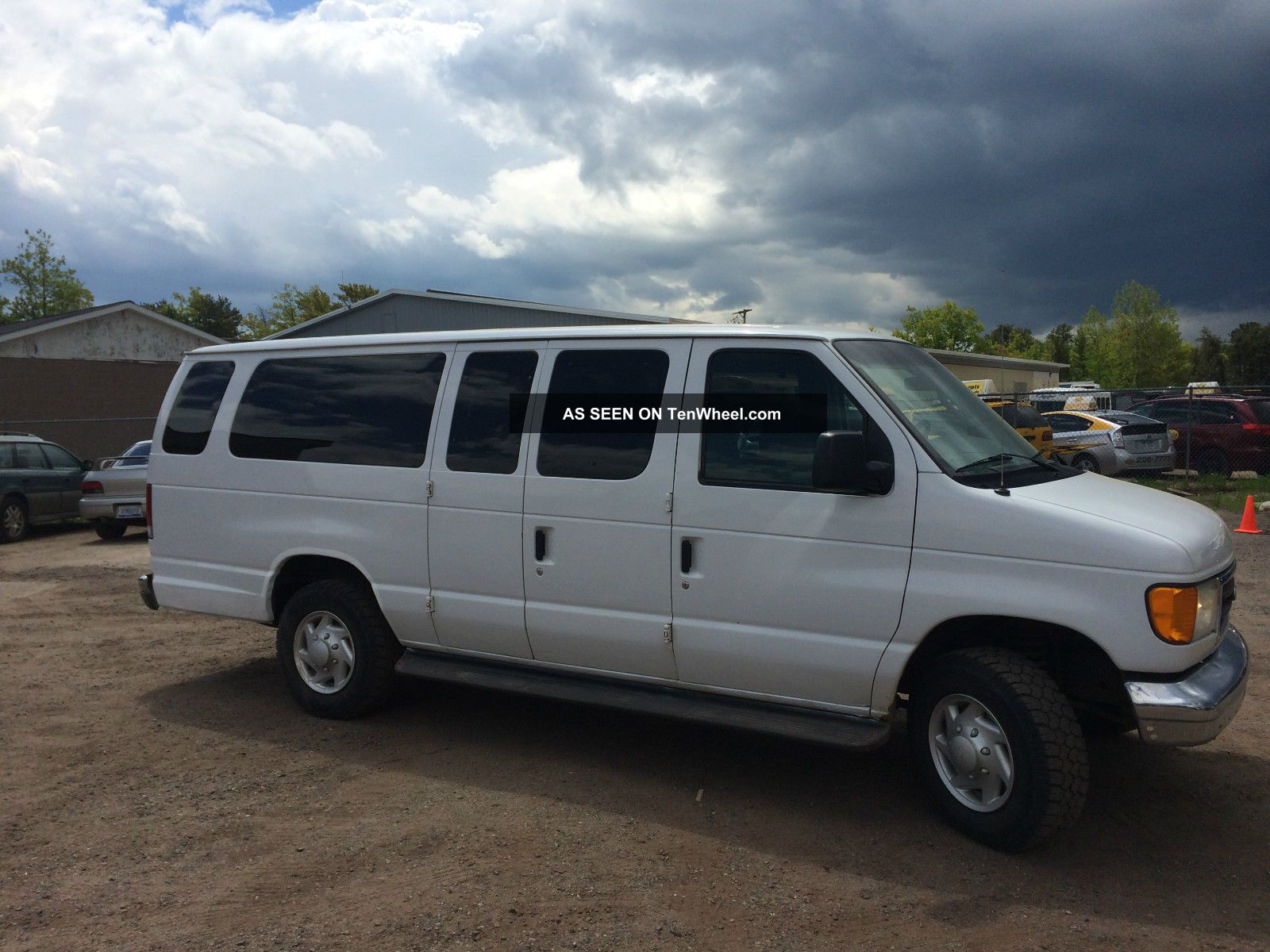 2004 ford e350 extended passenger van with 14 captains. Black Bedroom Furniture Sets. Home Design Ideas