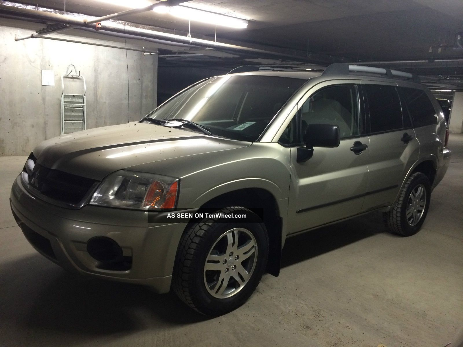 2006 Mitsubishi Endeavor Suv,  Awd, ,  Ac,  Am / Fm / Cd,  201000km,  N.  Windshield Endeavor photo