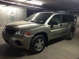 2006 Mitsubishi Endeavor Suv,  Awd, ,  Ac,  Am / Fm / Cd,  201000km,  N.  Windshield photo