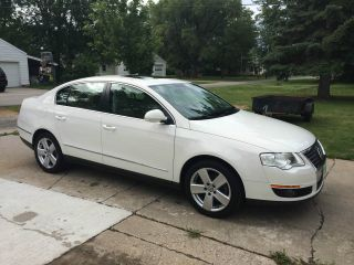 2009 Volkswagen Passat Sportline Sedan 4 - Door 2.  0l photo