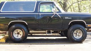 1985 Dodge Ramcharger Royal Se Sport Utility 2 - Door 5.  2l photo