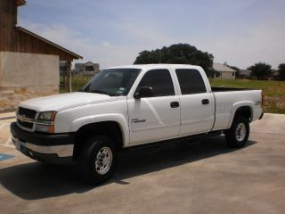 2004 Chevy Silverado 2500hd 4x4 photo