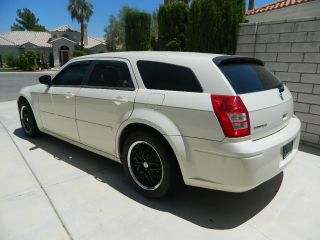 2005 Dodge Magnum Se Wagon 4 - Door 2.  7l photo