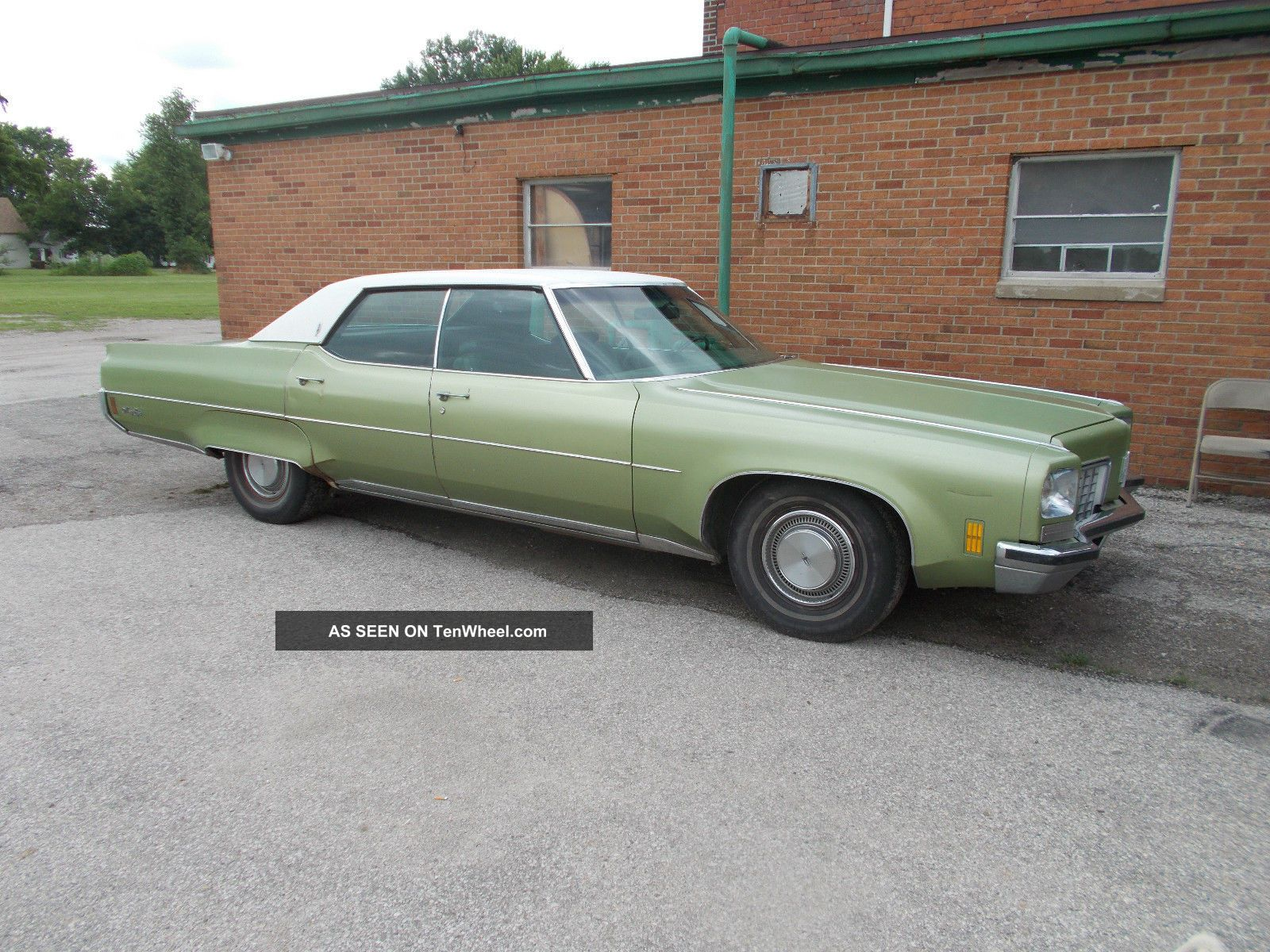 Lower Mileage 1972 Oldsmobile Ninety Eight 4 Door Luxury Sedan Ninety-Eight photo
