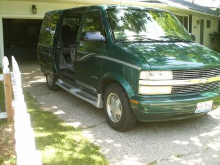 2000 Chevrolet Astro Van photo
