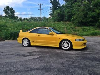 2001 Acura Integra Type R Hatchback 3 - Door 1.  8l photo