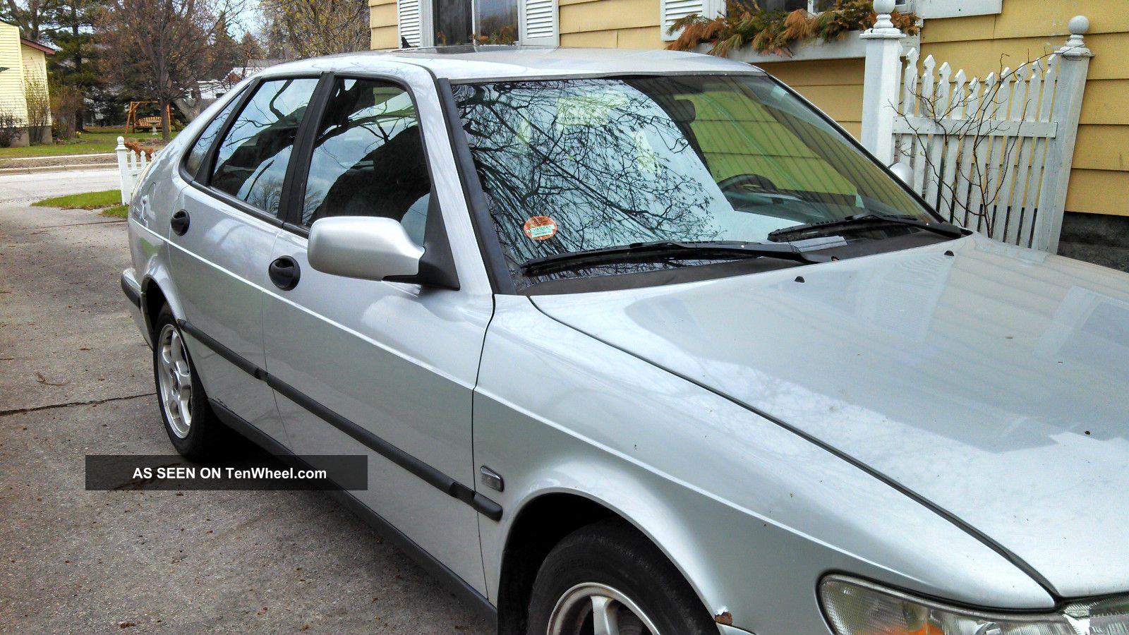 2001 Saab 9 - 3 Base Hatchback 4 - Door 2.  0l 9-3 photo