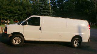 2007 Chevrolet Express 2500 Base Extended Cargo Van 3 - Door 4.  8l photo