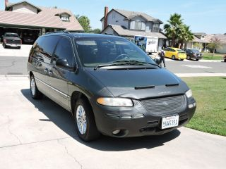 2000 Chrysler Town & Country Limited photo