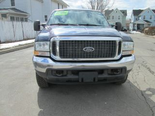 2004 Ford Excursion photo