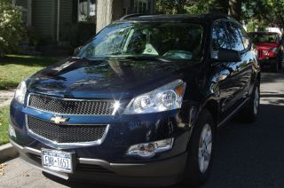2009 Chevrolet Traverse Ls Awd Sport Utility 5 - Door 3.  6l photo