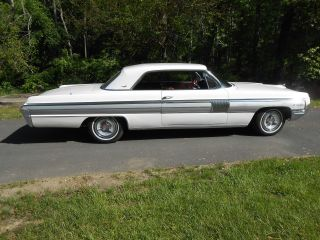 1962 Oldsmobile Starfire - Gs 394cid / 345hp photo