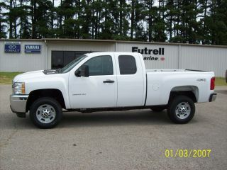 2013 Chevrolet Silverado 2500 4wd Ext Cab. photo