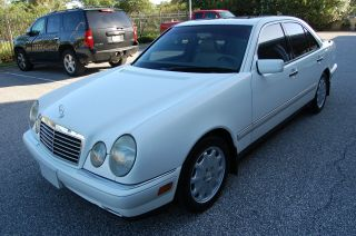 1996 Mercedes Benz E300 Diesel Paint And Excellent Interior photo