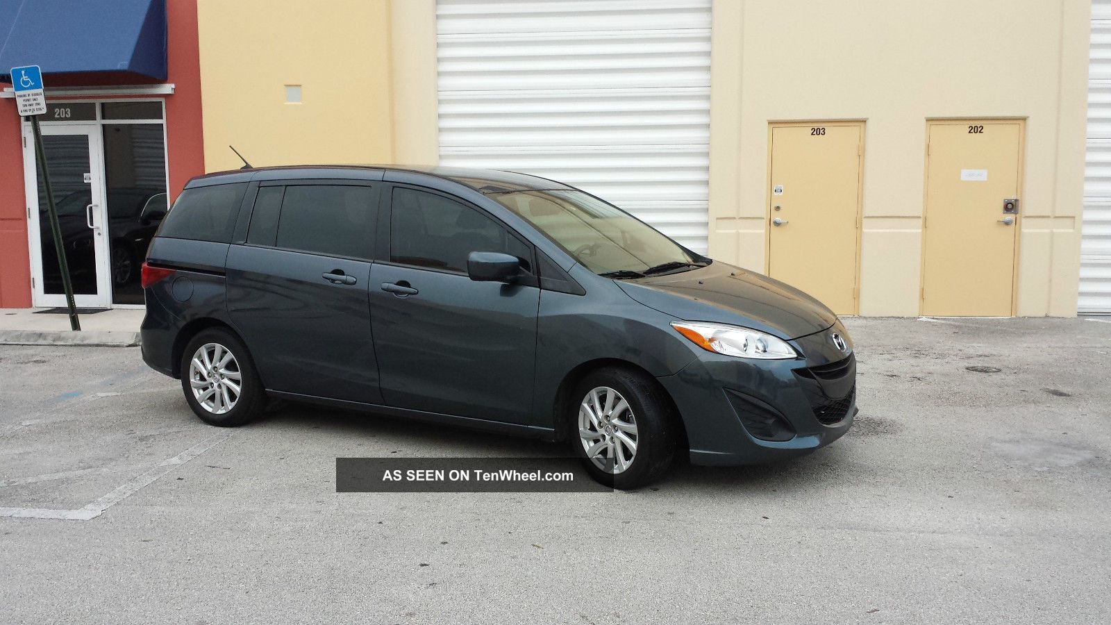 2012 Mazda 5 Sport Mini Passenger Van 4 - Door 2.  5l Mazda5 photo