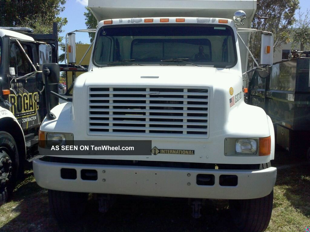2001 International 4700 Base 7.  6l Other Makes photo