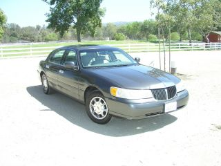 2000 Lincoln Town Car Executive Sedan 4 - Door 4.  6l photo