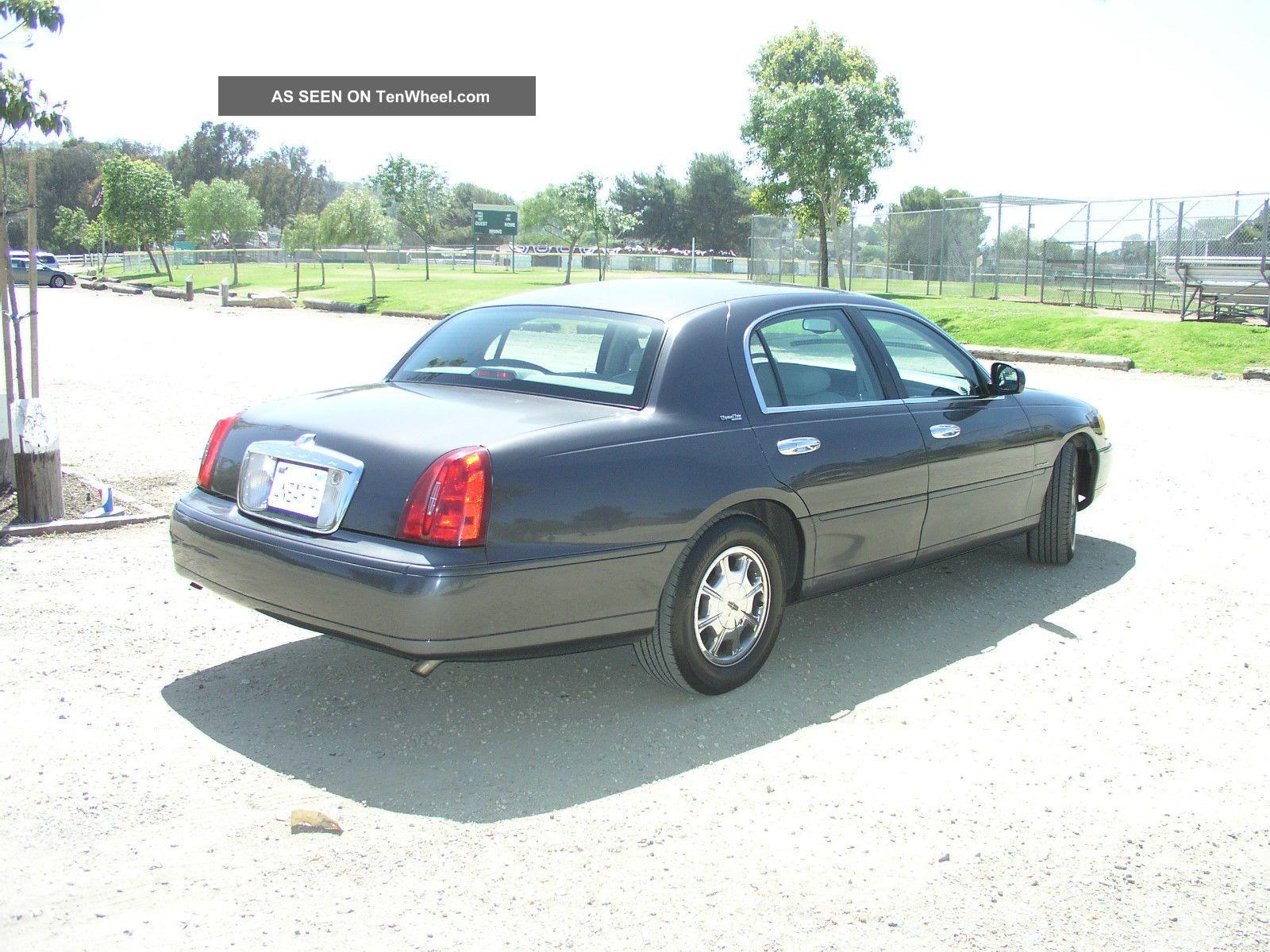 2000 lincoln town car executive sedan 4 door 4 6l. Black Bedroom Furniture Sets. Home Design Ideas