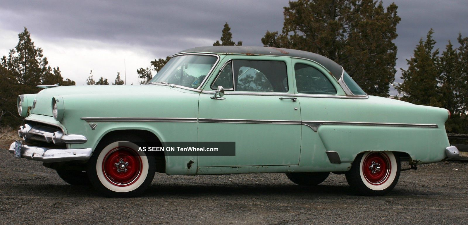 1954 ford customline 2 door sedan