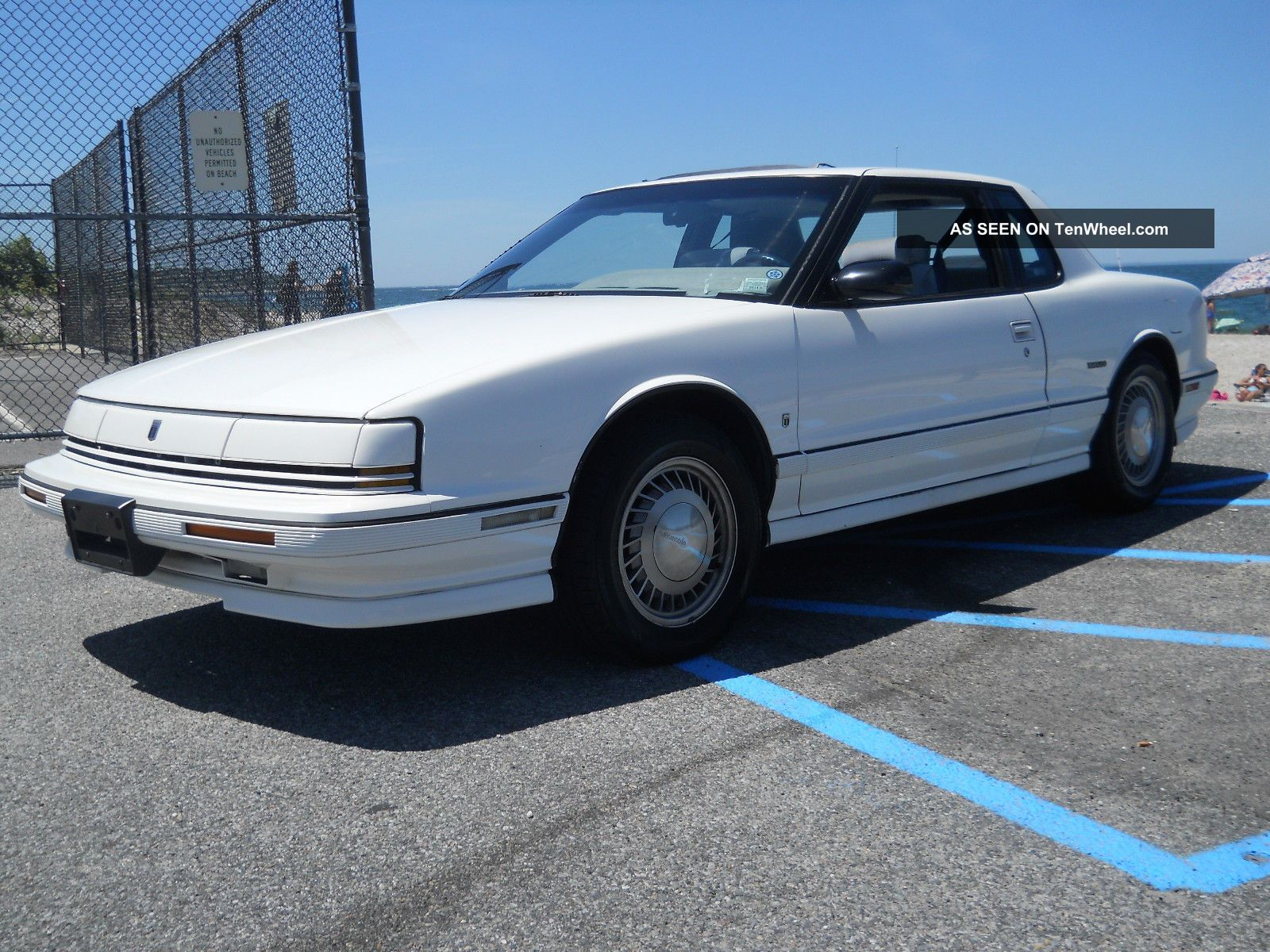1992 Oldsmobile Toronado Trofeo Coupe 2 - Door 3.  8l Toronado photo