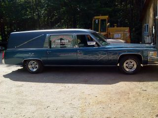 Cadillac Custom 1977 Hearse Miller / Metor Fancy Paint,  Custom Features,  Zombie photo