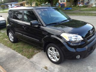 2011 Kia Soul Sport Hatchback 4 - Door 2.  0l Auto photo