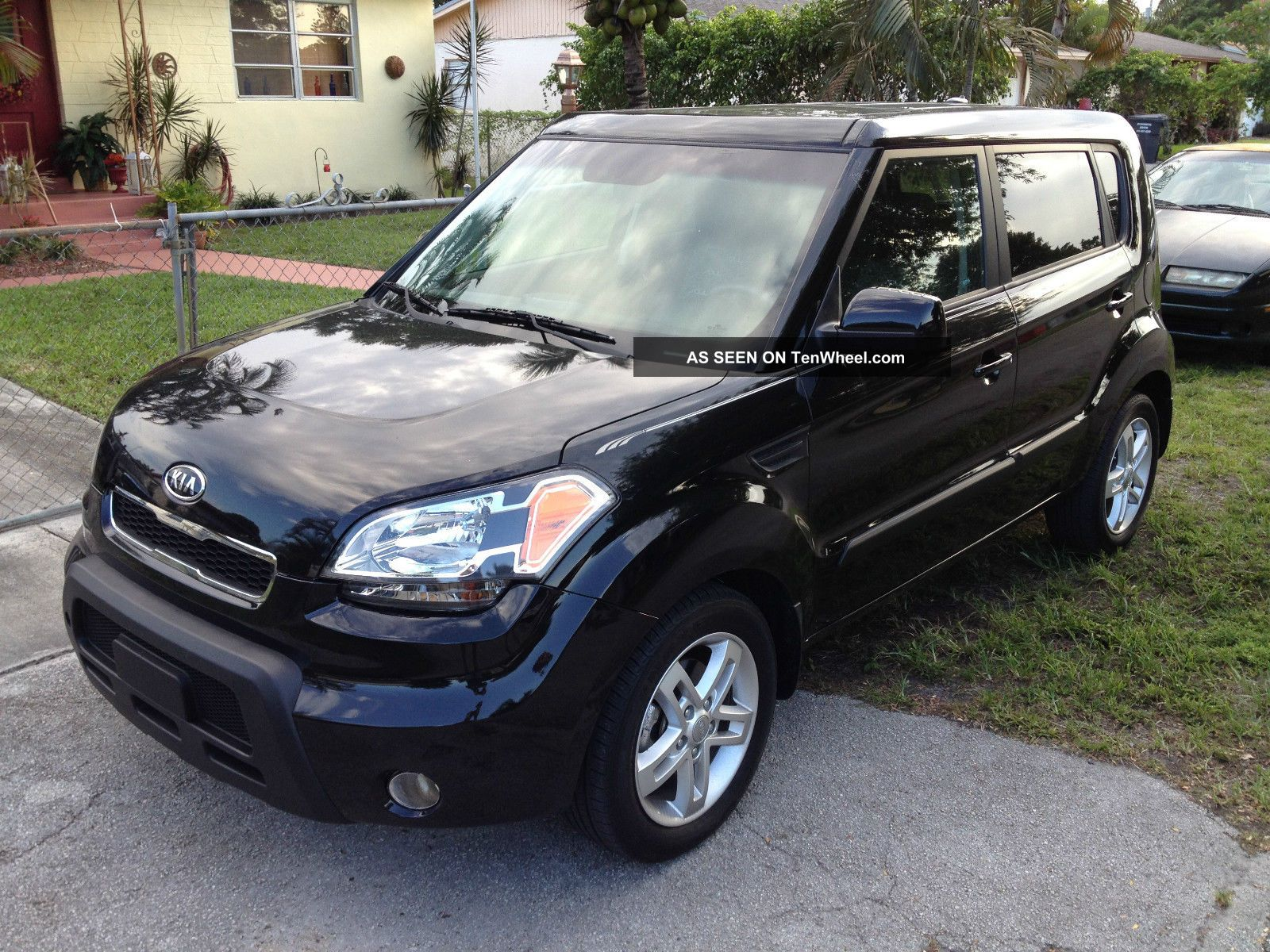 2011 kia soul sport hatchback 4 door 2 0l auto. Black Bedroom Furniture Sets. Home Design Ideas
