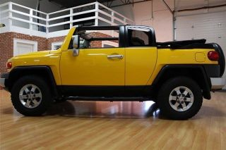 2008 Toyota Fj Convertible 4x4 Yellow Truck photo