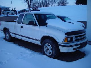 White 1997 Chevy S - 10 Extended Cab 4x4 Pick - Up Truck photo