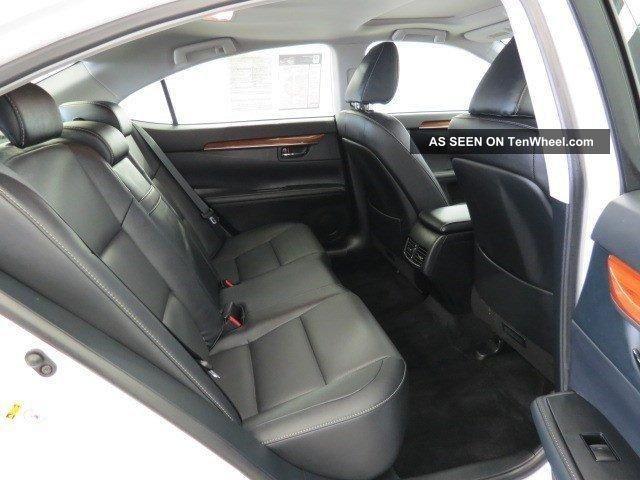 2013 Lexus Es300h Base Sedan 4 - Door 2.  5l ES photo