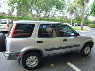 2001 Honda Cr - V 4x4 Only 123.  500miles photo