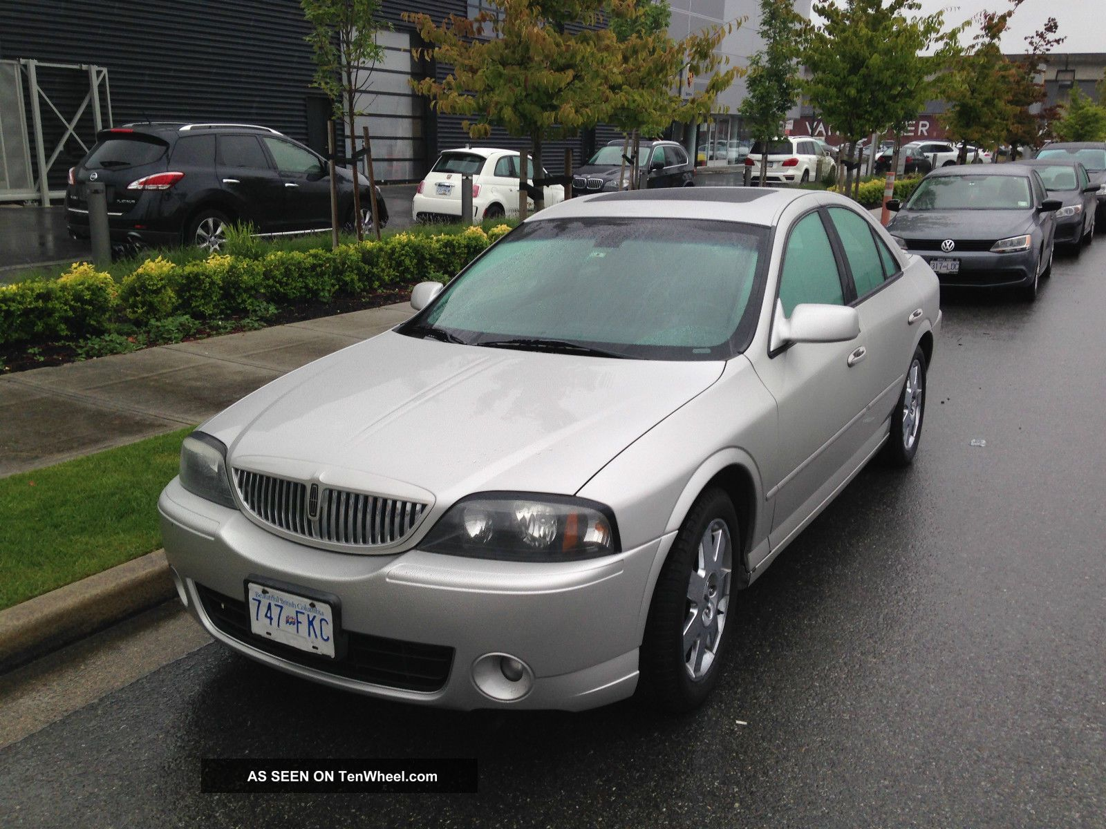 2004 Lincoln Ls E Sedan 4 - Door 3.  9l LS photo