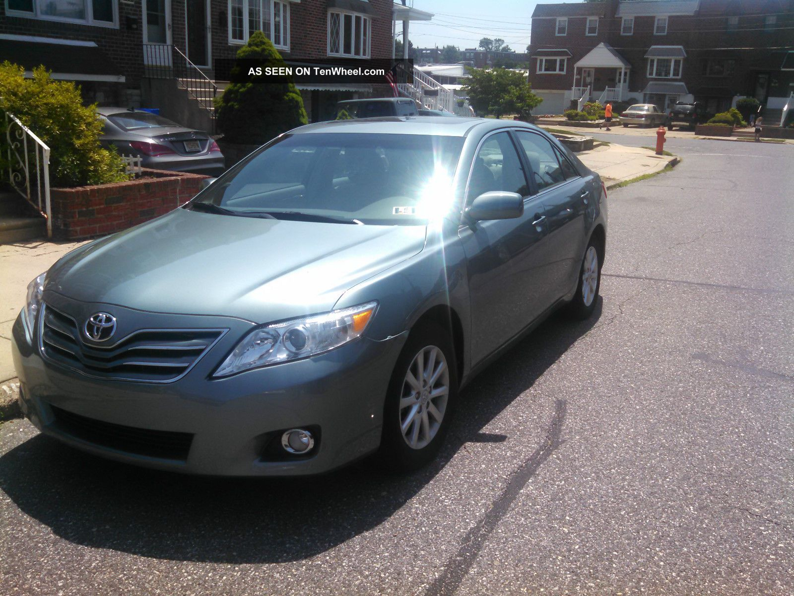 2011 Toyota Camry Xle Sedan 4 - Door 2.  5l Camry photo