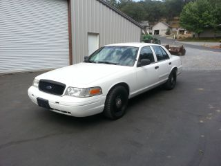 2007 Ford Crown Victoria Police Interceptor Sedan 4 - Door 4.  6l photo
