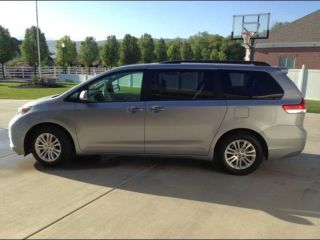 2011 Toyota Sienna Xle With Factory Mobility Seat photo