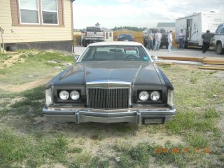 1977 Lincoln Mark V Base Coupe 2 - Door 7.  5l photo