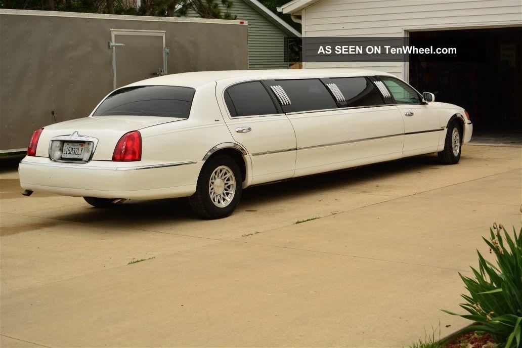 1998 Lincoln Town Car Executive Limousine 4 - Door 4.  6l Town Car photo