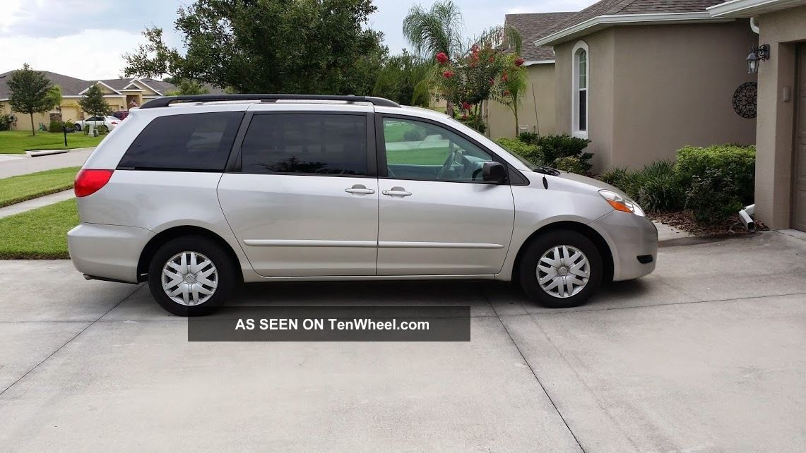 2009 toyota sienna le minivan 5 door 3 5lv. Black Bedroom Furniture Sets. Home Design Ideas